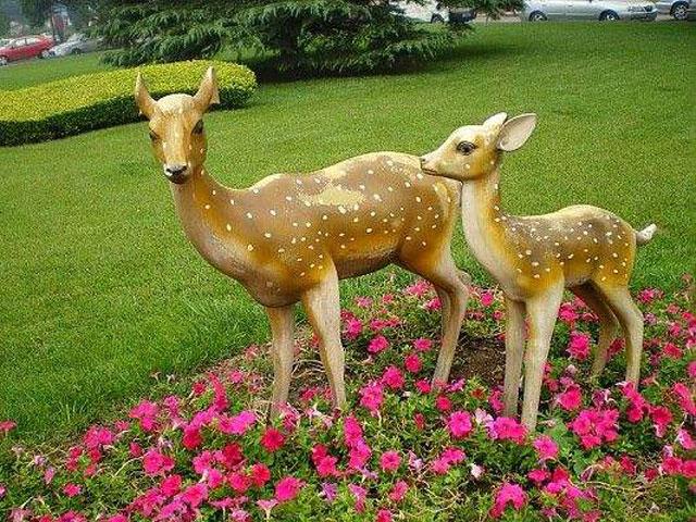 小区雕塑小鹿