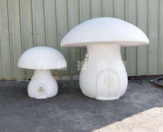 玻璃钢蘑菇房子雕塑