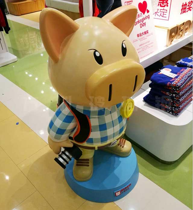玻璃钢卡通雕塑小猪