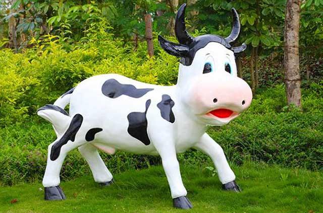 玻璃钢卡通奶牛雕塑