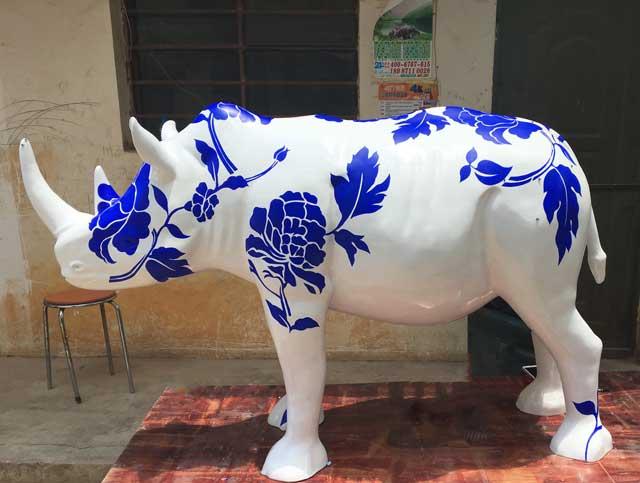 玻璃钢彩绘犀牛雕塑