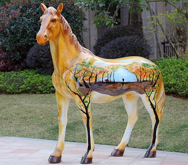 玻璃钢彩绘马雕塑