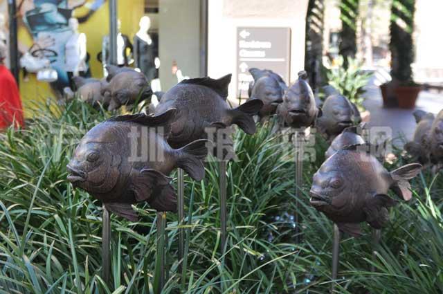 园林玻璃钢鱼群雕塑