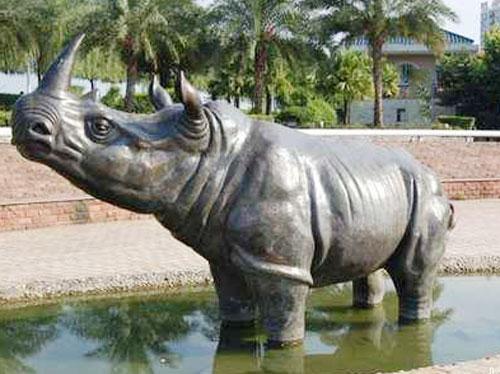 公园玻璃钢仿真犀牛雕塑