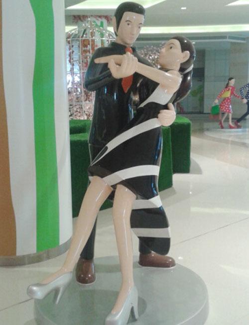 玻璃钢双人舞雕塑