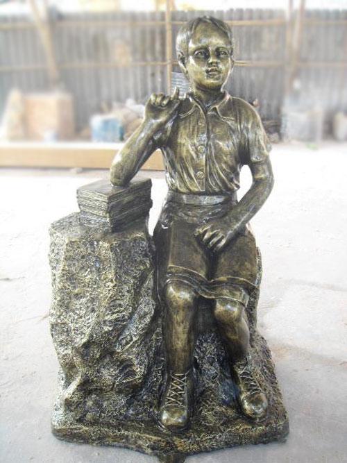 学校玻璃钢学生雕塑