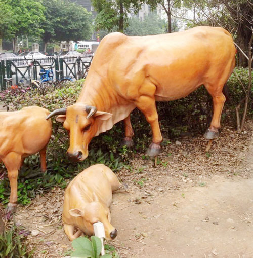 玻璃钢园林黄牛雕塑