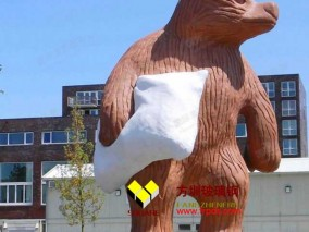 城市玻璃钢巨熊雕塑