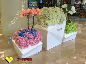 室内商场美陈装饰厂家定制玻璃钢花盆