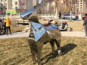 新华联不锈钢动物雕塑