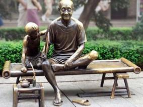 铸铜雕塑乘凉