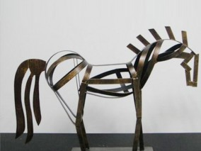 铁艺创意马雕塑